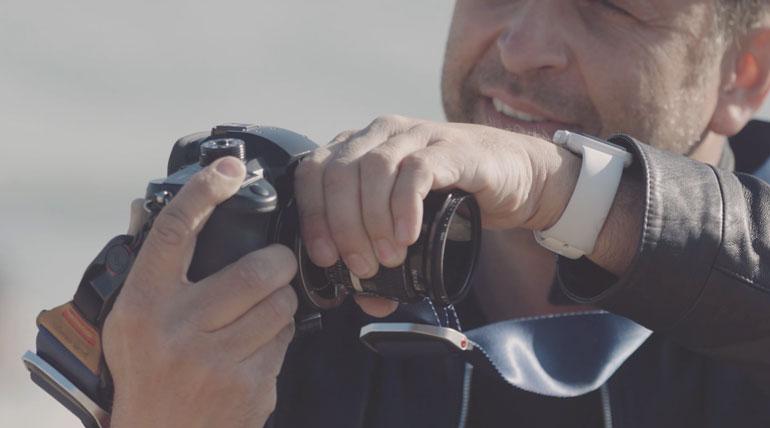 free-lensing-light-leak-hand-technique